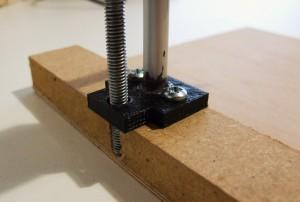 Fixation sur le support en bois