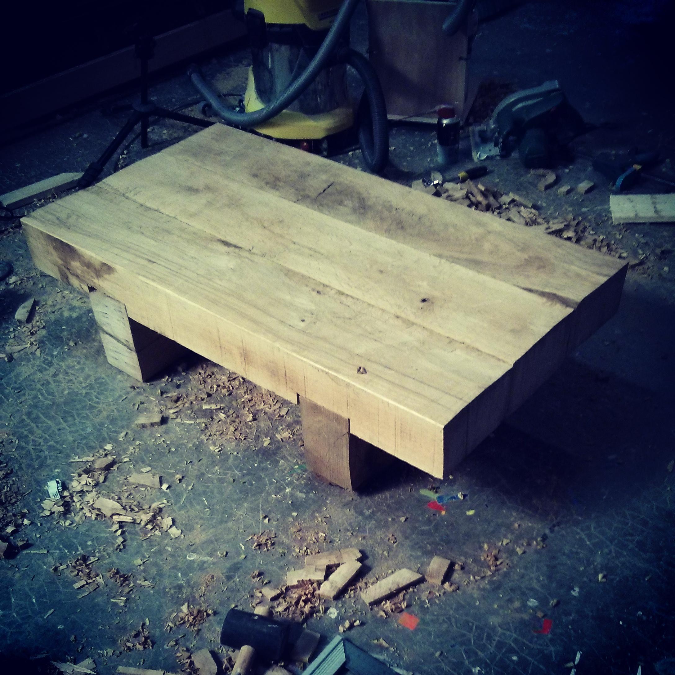 une table basse avec des traverses de chemin de fer equinoxefr. Black Bedroom Furniture Sets. Home Design Ideas