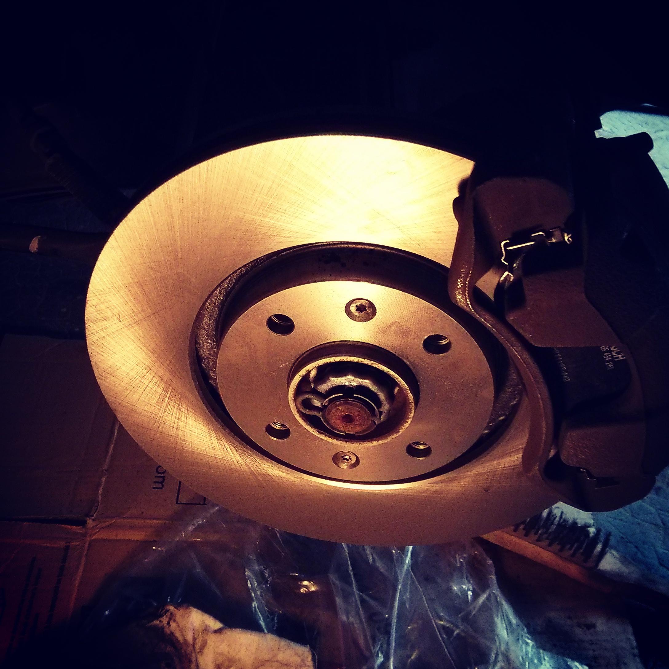 changer ses disques et plaquettes de frein av sur une peugeot 308 sw equinoxefr. Black Bedroom Furniture Sets. Home Design Ideas