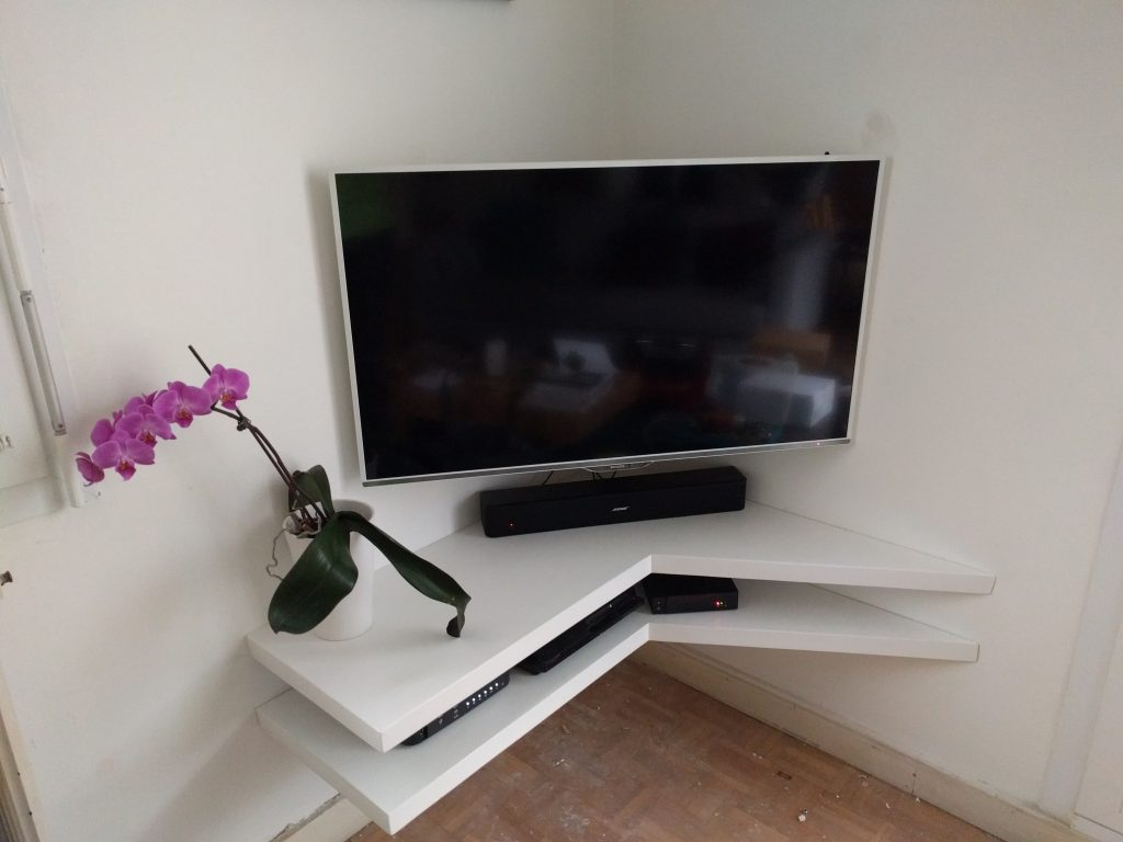 Mot cl meuble tv diy planet made in fr for Meuble tv triangulaire